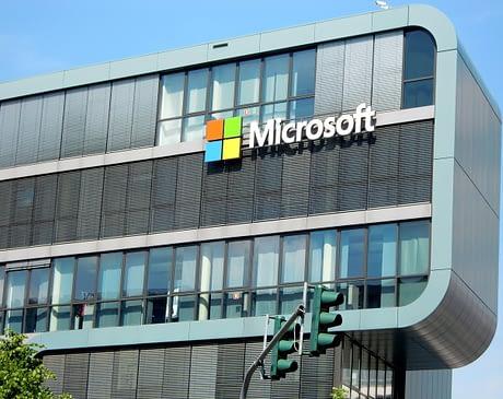 Компания Microsoft решает перевести на удаленную работу большинство своих сотрудников